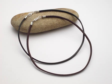 2 Stück Lederhalsbänder aus Vierkant-Lederriemen