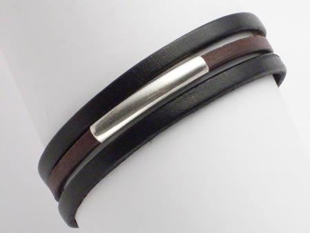 Schlichtes Lederarmband mit Magnetverschluss, schwarz-braun