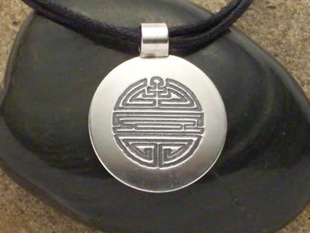 chinesisches Zeichen für Langlebigkeit Silberamulett
