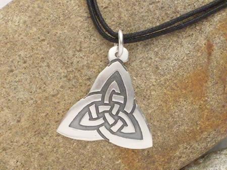 Silberamulett Keltischer Dreiecksknoten