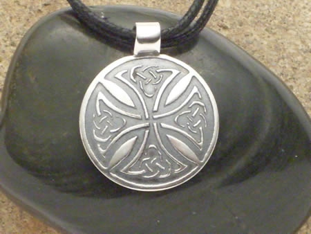Amulett Keltisches Radkreuz in Silber